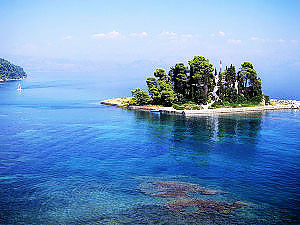 A-small-island-off-the-coast-of-Corfu-town,-greece